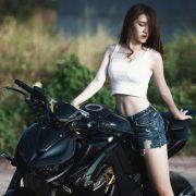 【悲報】バイクに乗って粋がった女をご覧くださいwwwwww(画像あり)