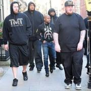 【悲報】身長173cmの男がアメリカにいくとチビになってしまう画像が出回るwww