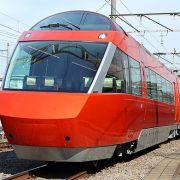 【驚愕】電車に男性が飛び込みバラバラになった身体が猛スピードでJC二人にぶつかる・・・・